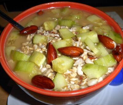 ovesna-kase-naslano-ovesne-vlocky-raw-namaceni-orechu-semen-veganske-recepty