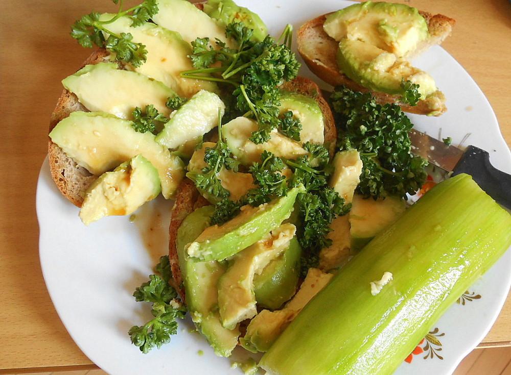chleba s avokádem / veganské recepty