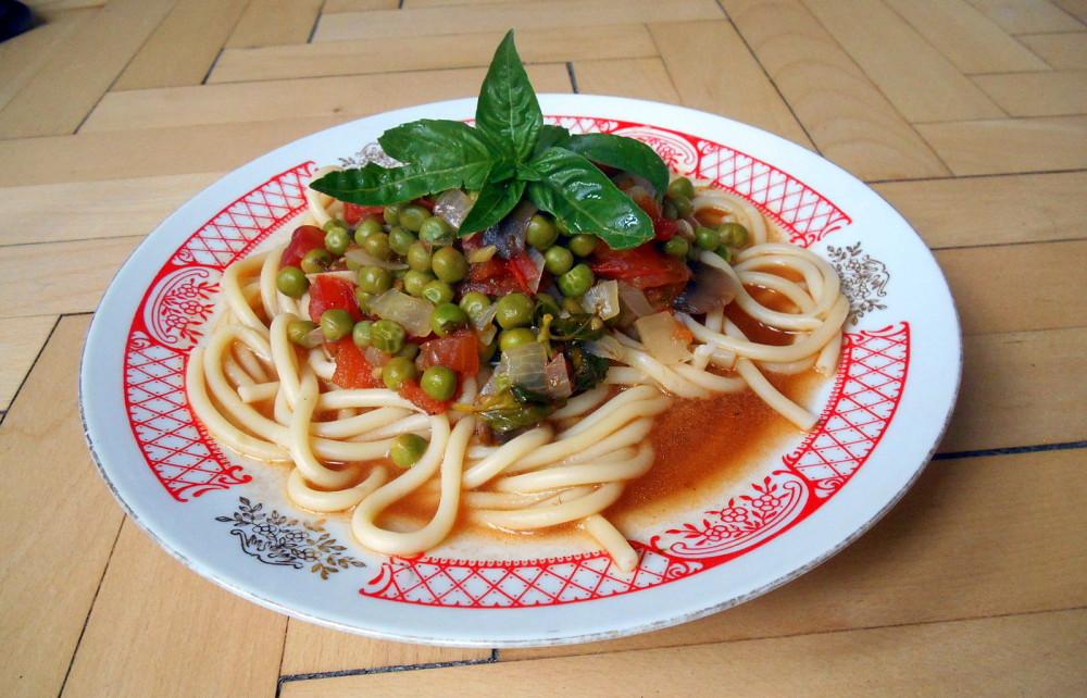 makaróny alla puttanesca / veganské recepty