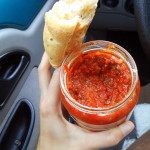 ljutenica s houskou / veganské jídlo na cesty