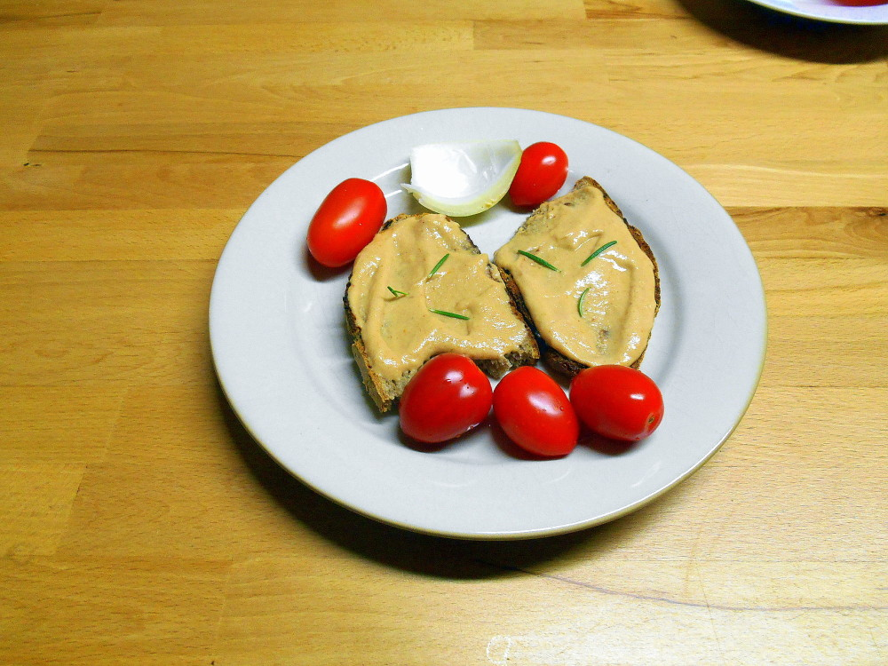 veganska snidane pomazanka z horcice / veganske recepty