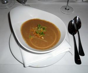 květáko-lískooříšková polívka v sanssouci / hotel estrel