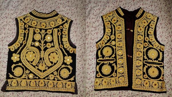 A koupila jsem si také tuto indickou svatební vestu pro muže. Rastrillo second hand market, Ibiza