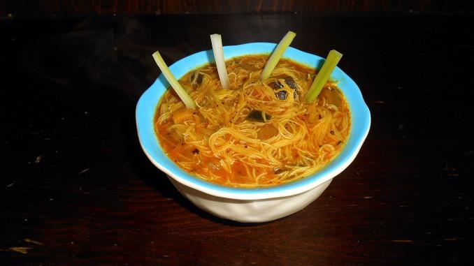 rýžově vlasové nudle s omáčkou / veganské recepty / miluna