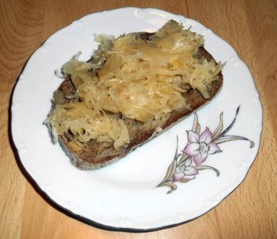 Chleba se zelím/ chléb s kysaným zelím / vegan recepty / vegan jídlo/ vegan svačiny / vegan snídaně