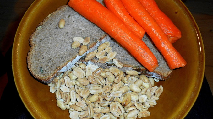 dýňový chléb, arašídy, mrkev / vegan
