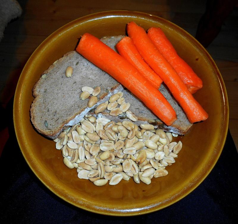 dýňový chléb, arašídy, mrkev
