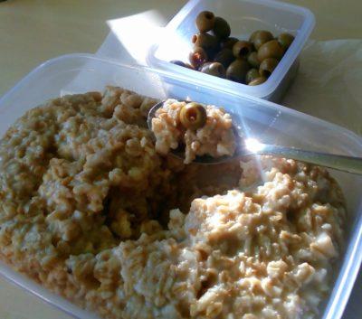 ovesna-kase-naslano-s-olivami-vegan-recepty-miluna