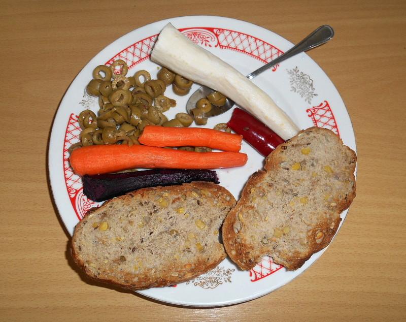 sojová raženka, olivy,kajenská paprička, fialová mrkev petržel