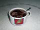 Bublání. Kakaový dezert na lžičce se připravuje.