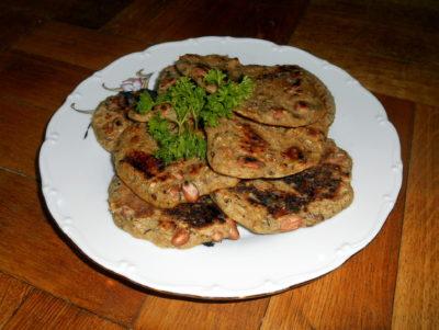 oat pancakes eith peanuts / vegan recipes
