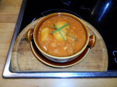 bramborový guláš / veganské recepty