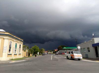 storm, coromandel / working holiday víza nový zéland