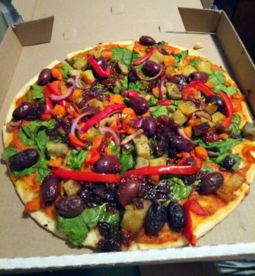 pepper tree restaurant / coromandel / novy zeland / vegan pizza