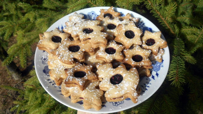 linzer-cookies-christmas-vegan